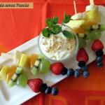 Spiedini di frutta con yogurt, Dolci leggeri per Natale e feste 2014, Mangia senza Pancia