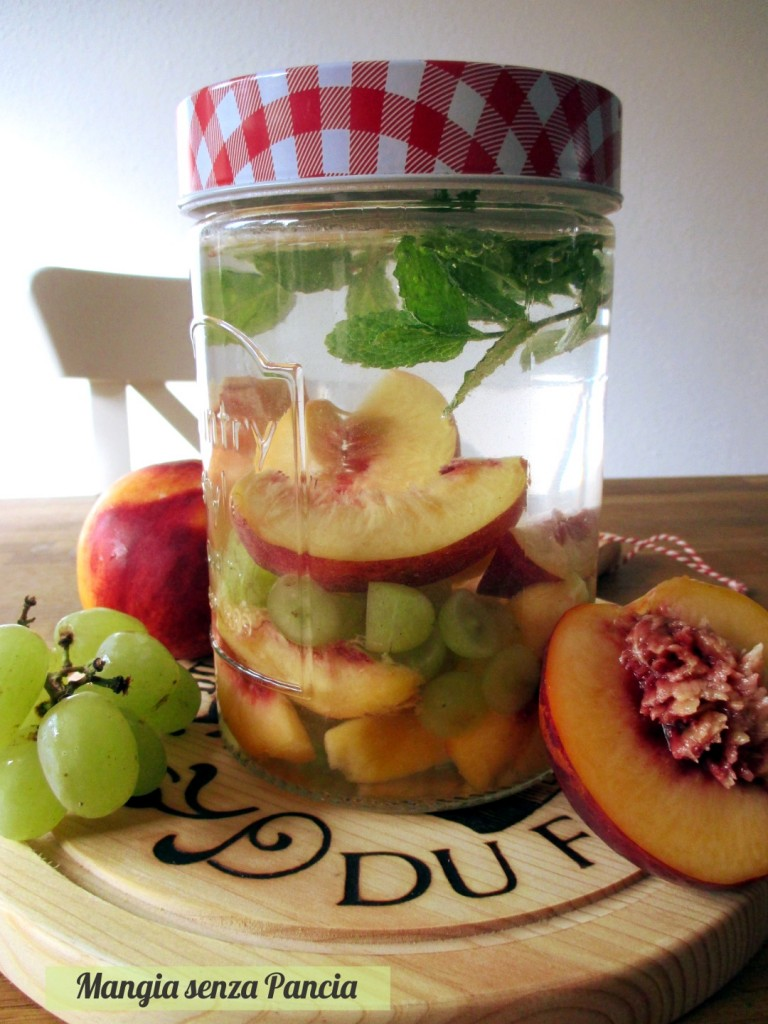 Bevanda depurativa uva pesca e menta, Mangia senza Pancia