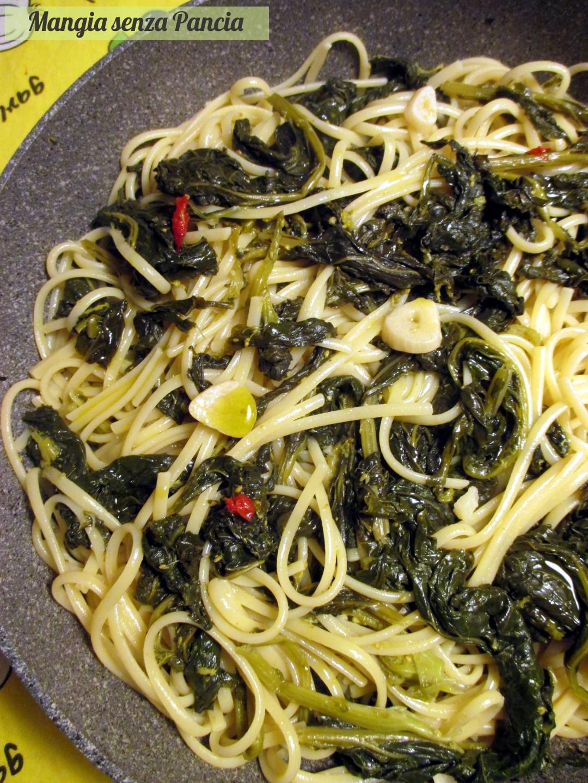 Pasta con cime di rapa, aglio, olio e... - Mangia senza Pancia