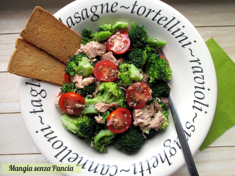 Insalata di broccoli e tonno con pomodorini