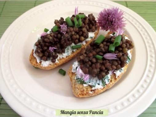 Crostini con caprino alle erbe e lenticchie, Mangia senza Pancia