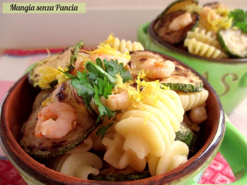 Pasta con zucchine e gamberetti al limone