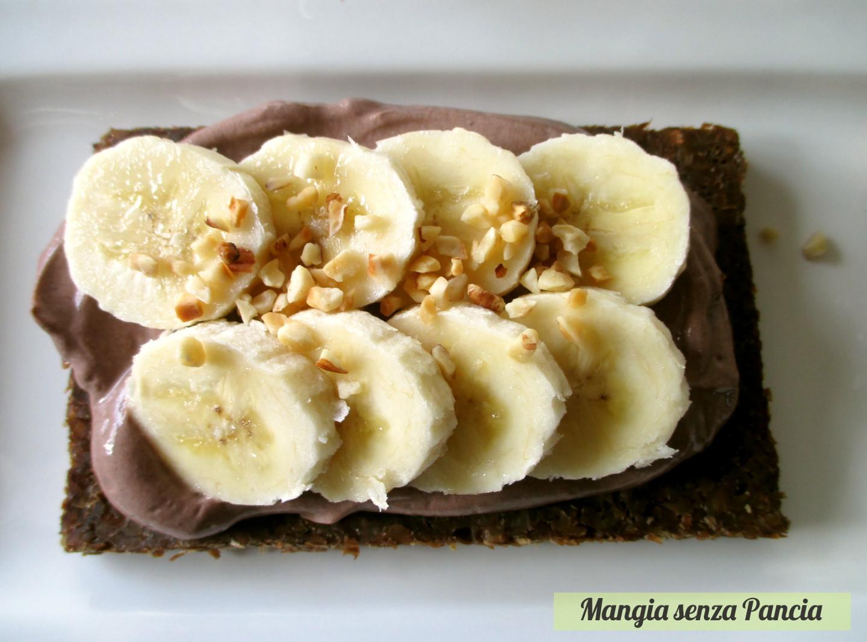 Tartine con crema al cioccolato e frutta