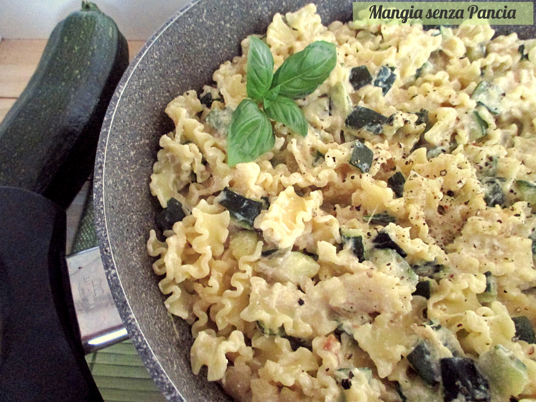 Pasta e zucchine cremosa al basilico