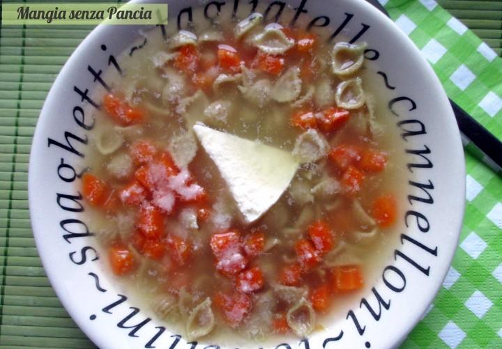 Pastina in brodo con formaggino e carote, Mangia senza Pancia