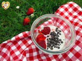 Porridge estivo fragole e cioccolato
