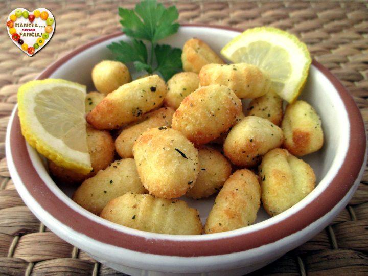 Gnocchi di patate fritti nella friggitrice ad aria