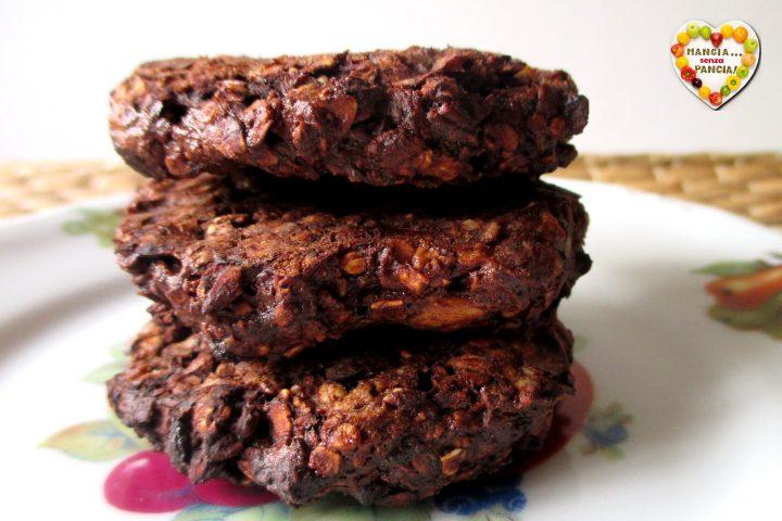 Biscotti avena, banana e cacao nella friggitrice ad aria