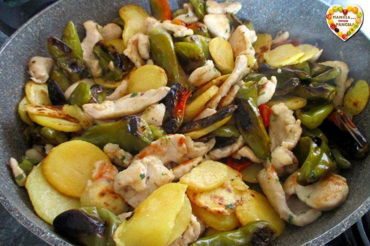 Pollo con peperoni friggitelli e patate