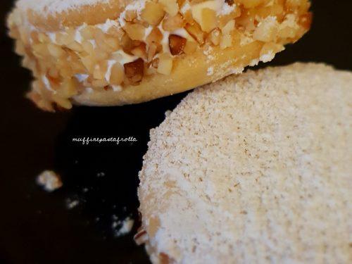 Delizie con crema al cioccolato bianco e amarene