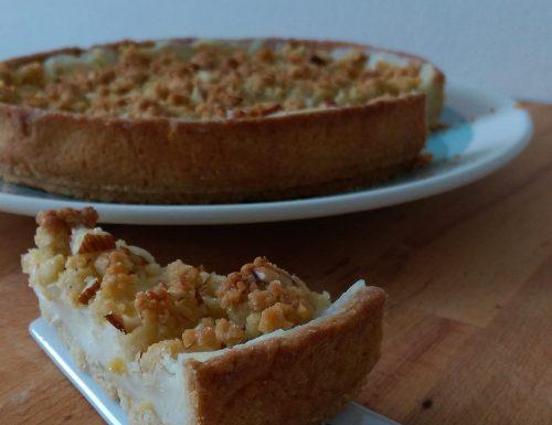 Crostata con 'crumble' salato alle mandorle (pasta frolla all'olio)