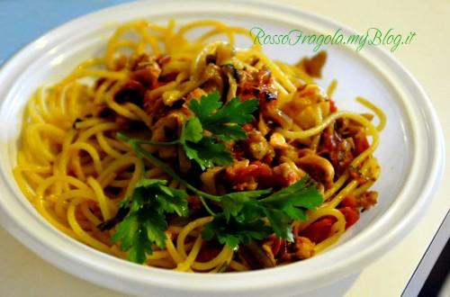 Spaghetti con salmone e melanzane