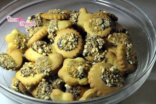 Frollini con cioccolato e granella di mandorle