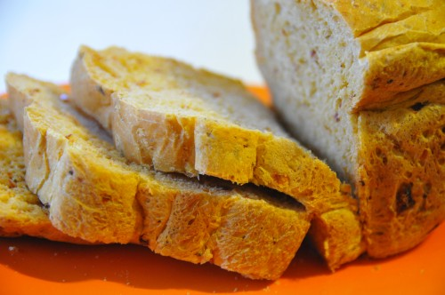 Pane con pomodori secchi e salame piccante-immagine.jpg