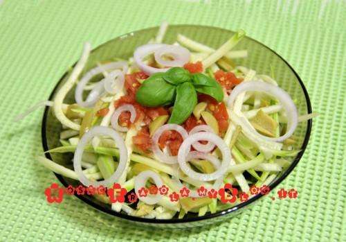 Spaghetti vegetali di zucchine -insalate di zucchine