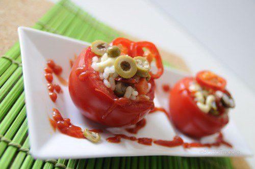 Pomodori ripieni con insalata di riso – ricetta fresca e sfiziosa