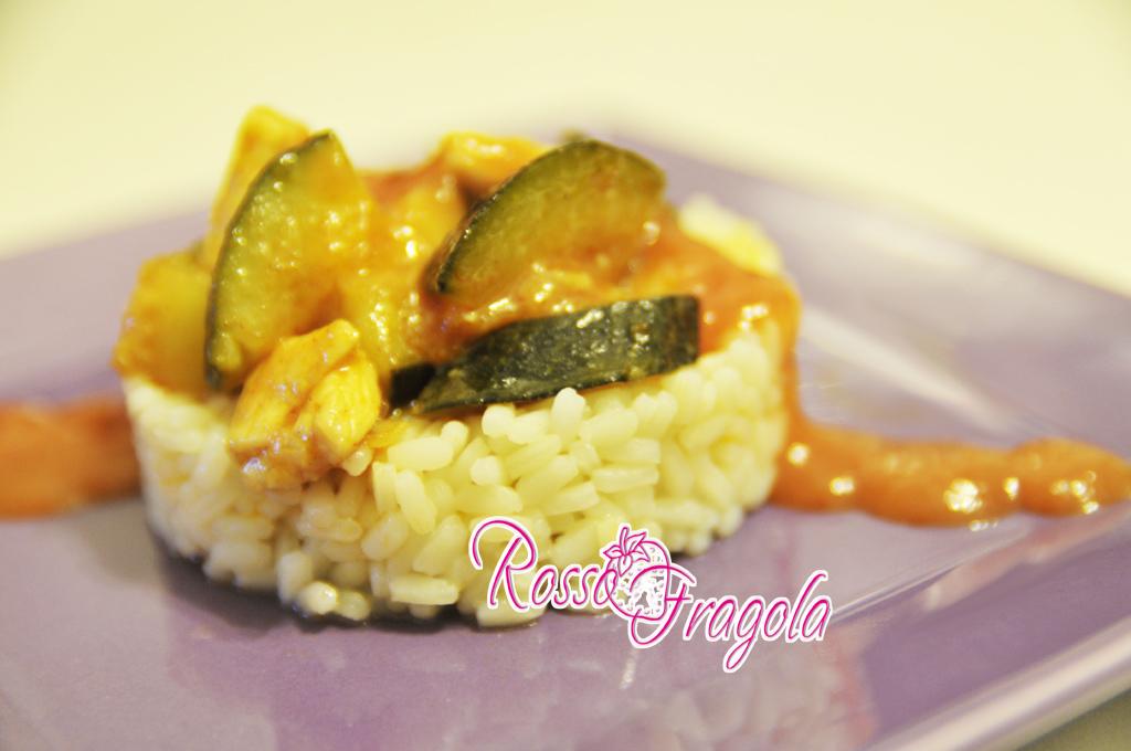 Riso con zucchine pollo e salsa all'agrodolce