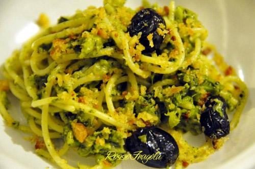 spaghetti-con-broccoletti-e-mollica