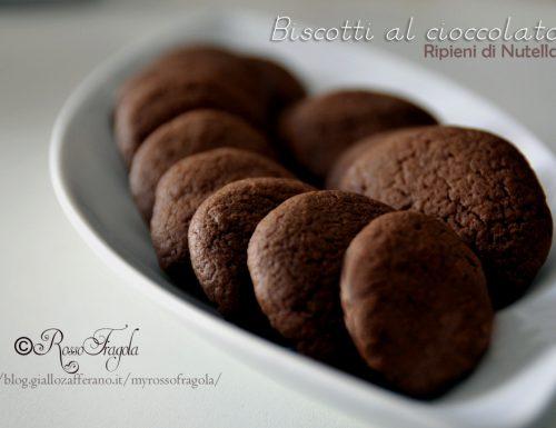 Biscotti al cioccolato ripieni di nutella