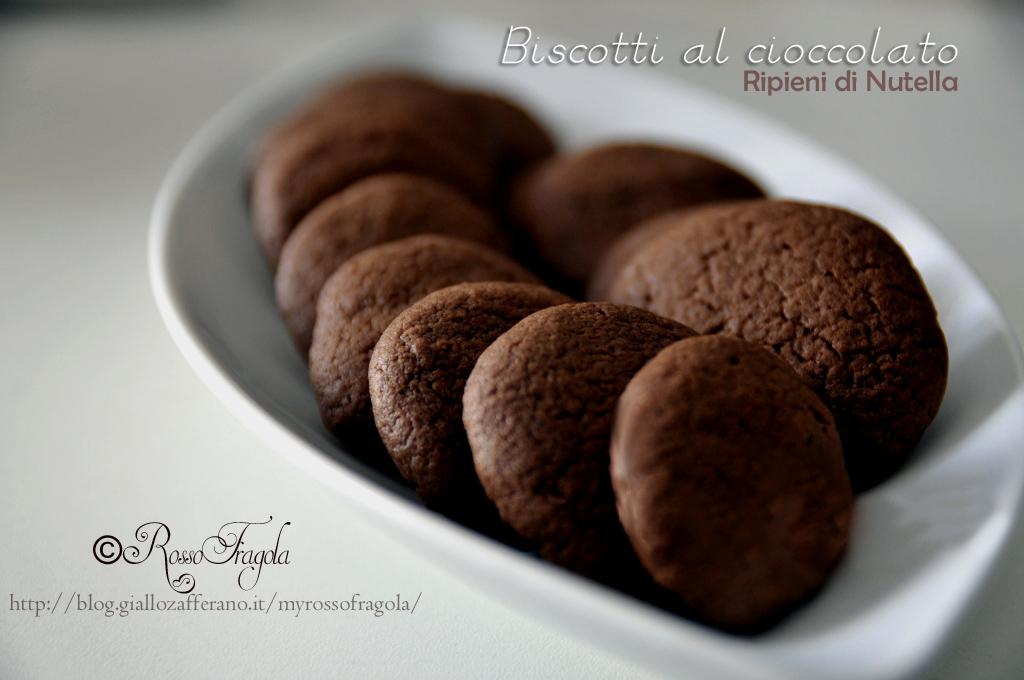 biscotti al cioccolato ripieni alla nutella