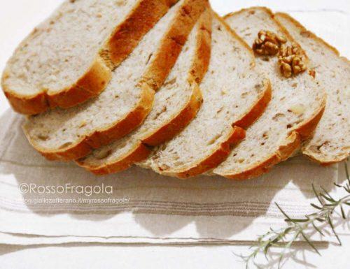 Pane alle noci e rosmarino fatto in casa