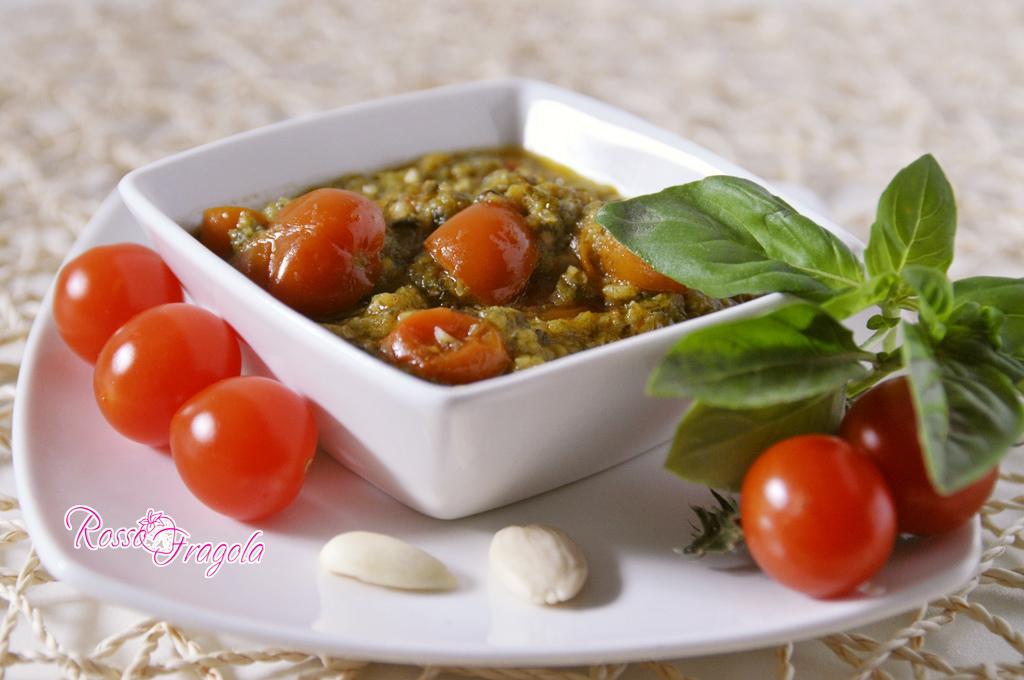 Pesto di zucchine basilico e pomodorini