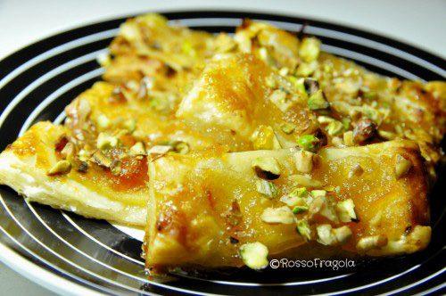 Sfogliatine alle mele con pistacchi e noci