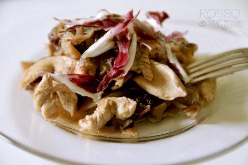 Straccetti di pollo in agrodolce con radicchio e funghi