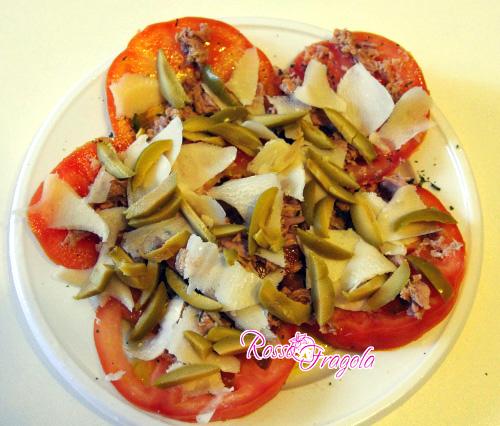 pomodori-con-olive-e-tonno