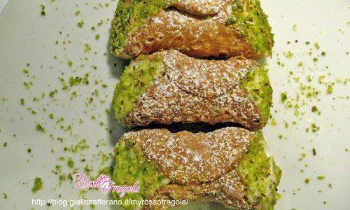 Cannoli con ricotta e crema di pistacchio
