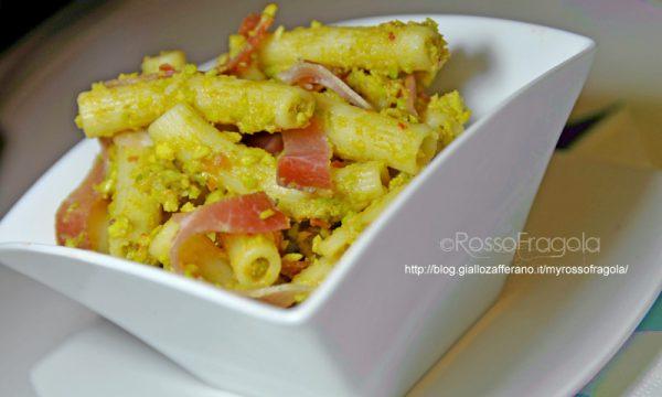 Pasta fredda con salsa guacamole zenzero e speck