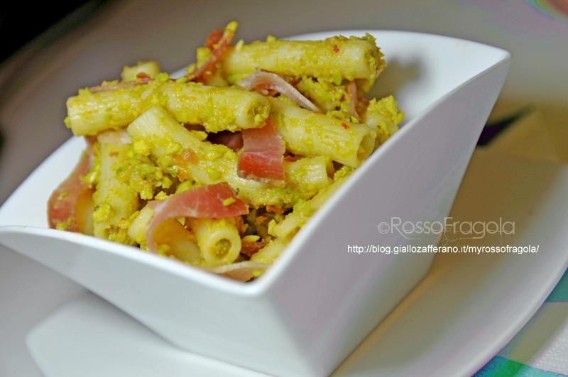 pasta-fredda-con-salsa-guacamole-e-speck