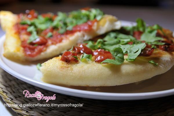 _Pizza con pomodorini e rucola senza forno