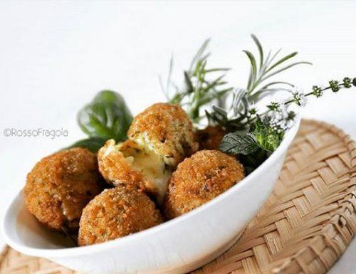 Arancini al pesto di zucchine con erbe aromatiche