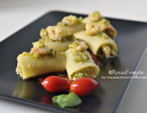 Paccheri con gamberi e pesto di zucchine su red carpet
