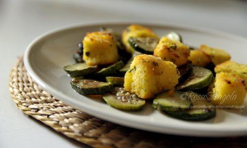 Cubotti di polenta con sautè di zucchine