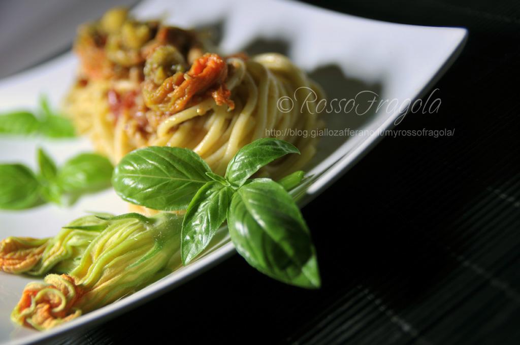 nidi-di-spaghetti-con-tonno-e-fiori-di-zucca.jpg