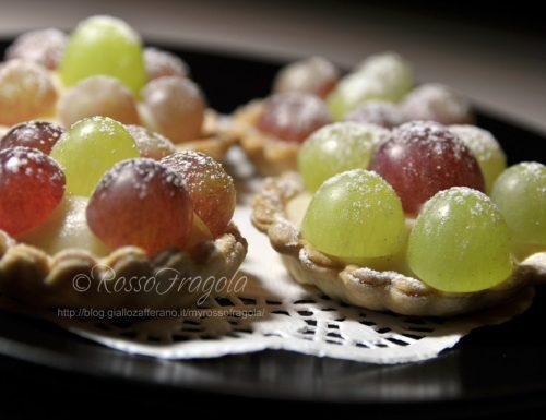 Tartellette con crema alla cannella e uva