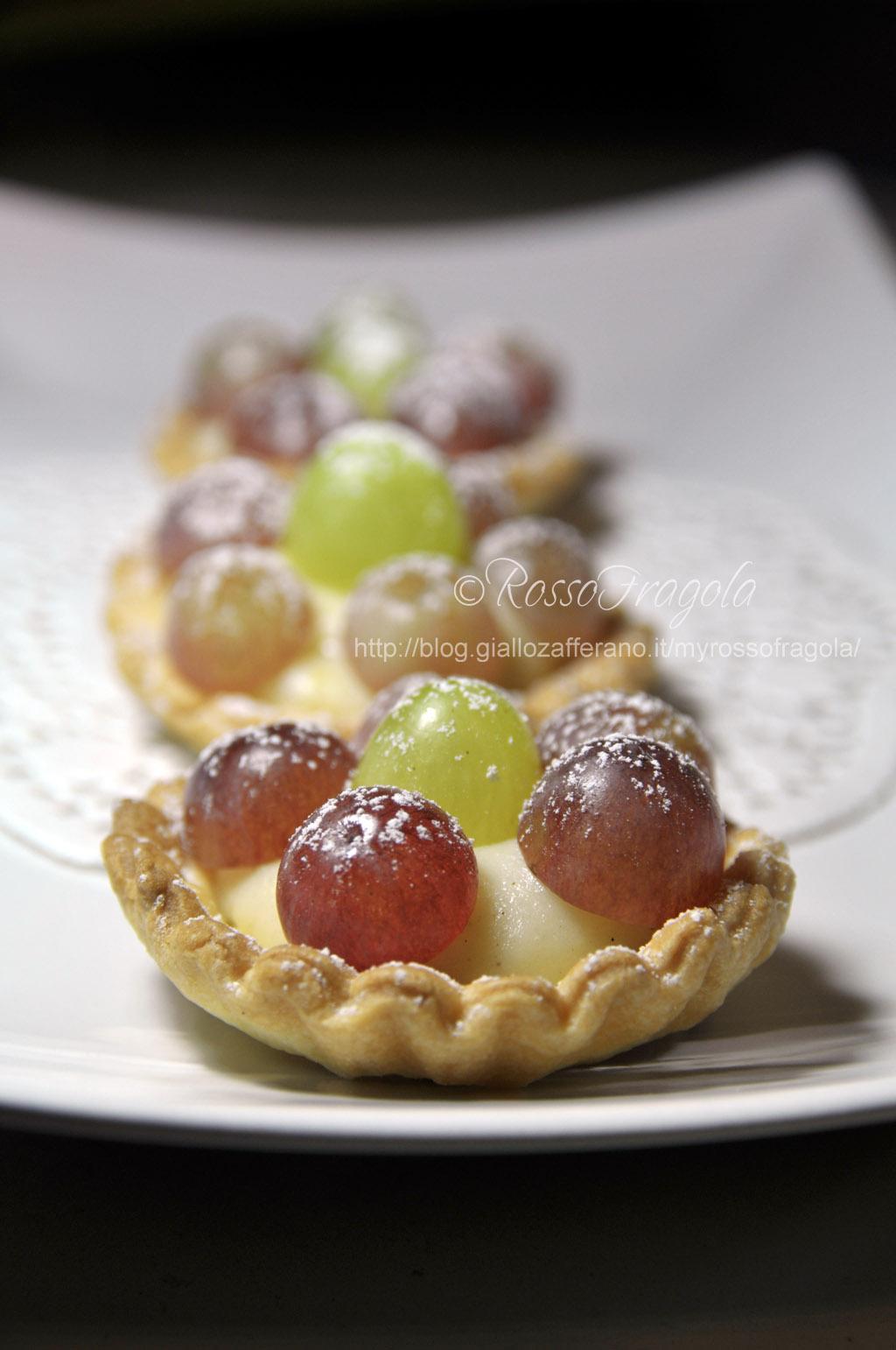 tortine con crema alla cannella e uva