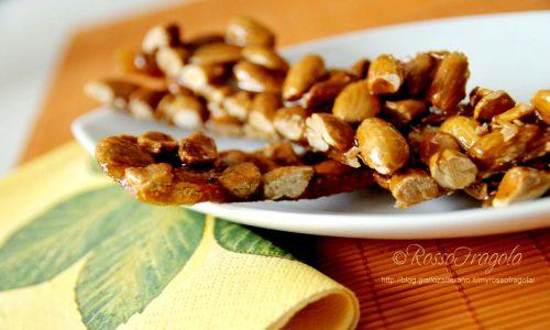Croccante di mandorle al miele...un dolcetto davvero irresistibile!