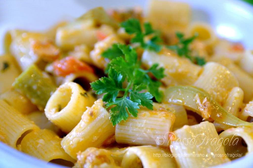 mezze maniche con salmone e zucchine,primi piatti con salmone,primi piatti con zucchine