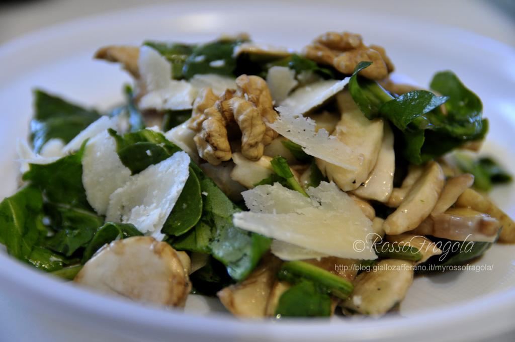 Insalata di rucola e funghi con noci e scaglie di grana,insalata di rucola e funghi champignon,insalata mista