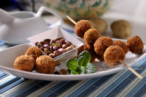 polpettine di purè al pistacchio,crocchette di patate al pistacchio