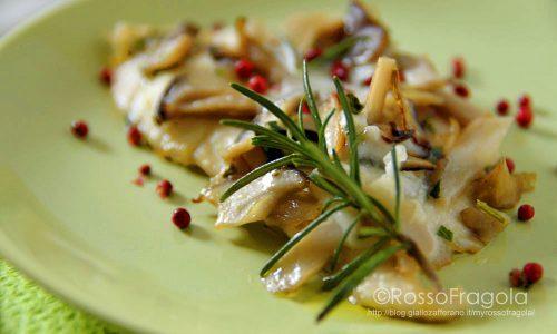 Scaloppine di pollo ai funghi al pepe rosa