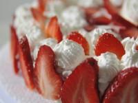 Torta alle fragole e panna – ricetta senza cottura