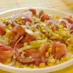 Insalata mista di pomodori zucchine e germogli di lenticchie