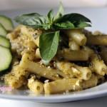 Pasta-col-pesto-di-zucchine-mandorle-e-pomodorini