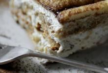 Tiramisù con amaretti e yogurt  – ricetta senza cottura