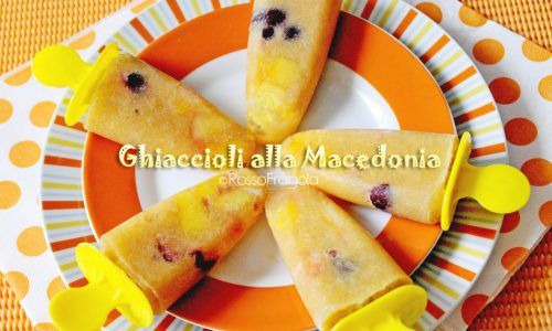 Ghiaccioli alla macedonia di frutta – Frutta su stecco