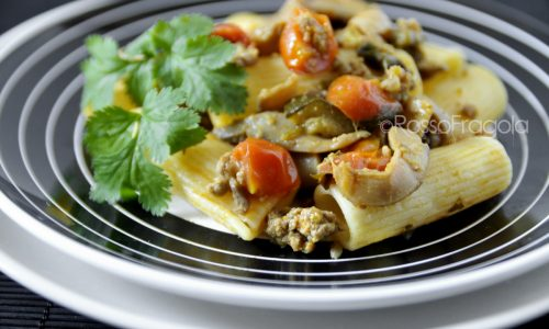 Pasta con salsiccia zucchine e funghi – ricetta gustosa